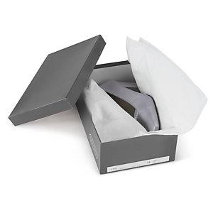 Caixa de sapato com papel seda